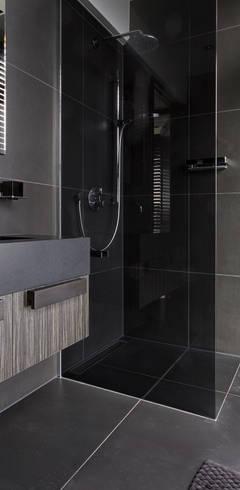 modern Bathroom by BB Interior