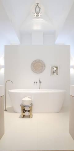 Banheiros modernos por Baden Baden Interior