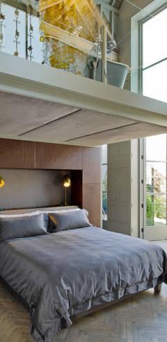 Dormitorios de estilo  por Will Eckersley