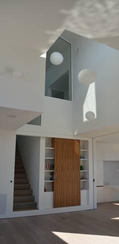 woning te Neerijse: moderne Woonkamer door hasa architecten bvba