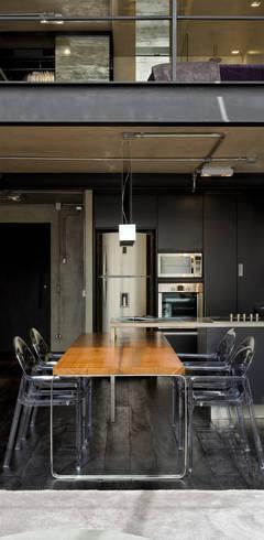 مطبخ تنفيذ DIEGO REVOLLO ARQUITETURA S/S LTDA.