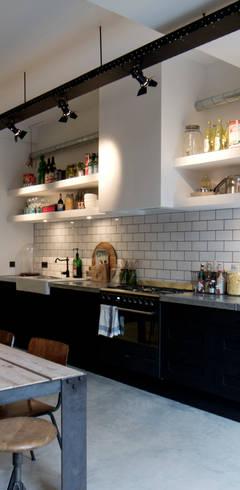 Cucina in stile in stile Industriale di BRICKS Studio