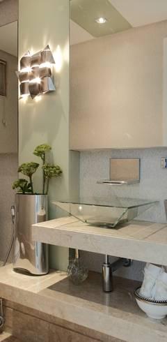 Baños de estilo  por ROMERO DUARTE & ARQUITETOS
