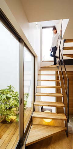 Corridor & hallway by 一級建築士事務所haus