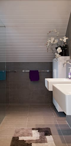 modern Bathroom by Hans Been Architecten BNA BV