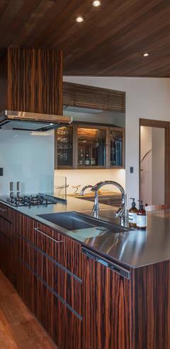 藤井下組の家: 空間設計室/kukanarchiが手掛けたキッチンです。