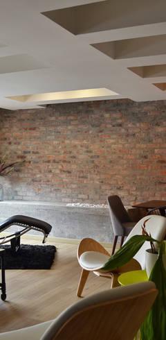 Woonkamer door santiago dussan architecture & Interior design