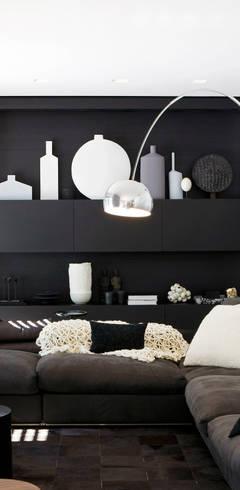 Living room: moderne Woonkamer door Grand & Johnson