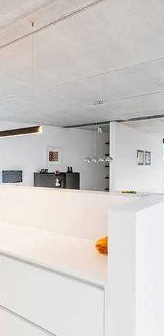 Soggiorno in stile in stile Moderno di Architectenbureau Dirk Nijsten bvba