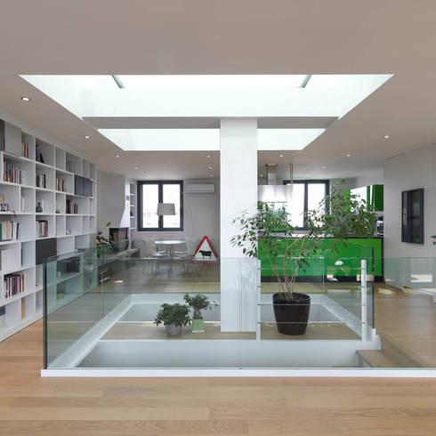 Sala: Soggiorno in stile in stile Moderno di enzoferrara architetti