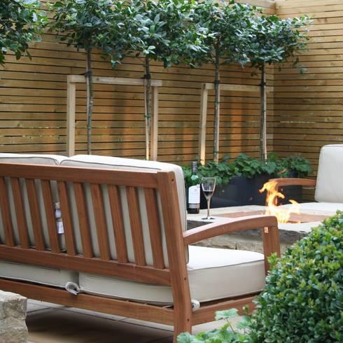 Urban Courtyard for Entertaining:  Garden by Bestall & Co Landscape Design Ltd
