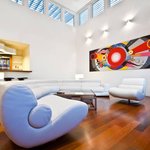 Salas / recibidores de estilo  por ARQUITECTURA EN PROCESO