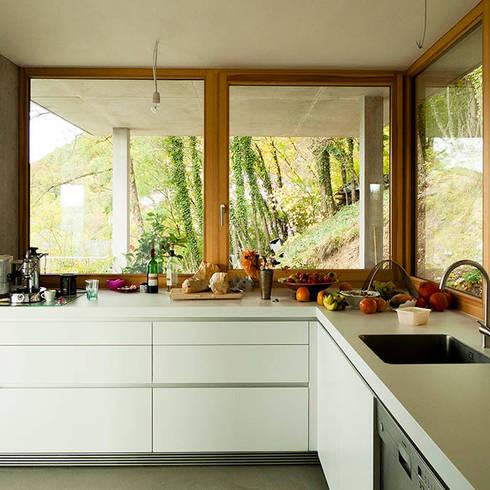 مطبخ تنفيذ GIAN SALIS ARCHITEKT