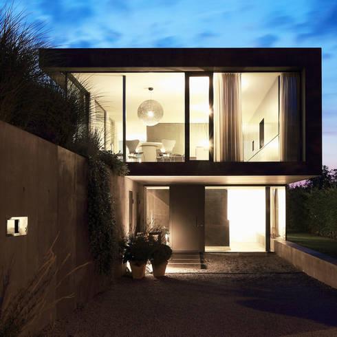 Einfamilienhaus D: moderne Häuser von Architekturbüro Dongus