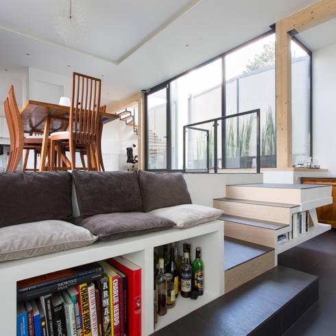 Vestíbulos, pasillos y escaleras de estilo  por agence MGA architecte DPLG