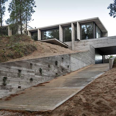 CASA WEIN: Casas de estilo  por Besonías Almeida arquitectos