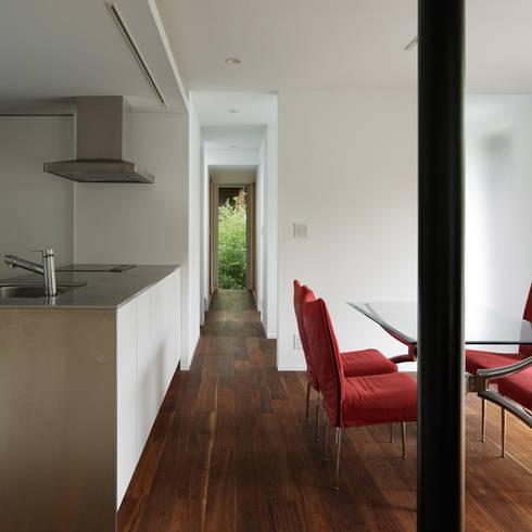 024軽井沢Hさんの家: atelier137 ARCHITECTURAL DESIGN OFFICEが手掛けた廊下 & 玄関です。