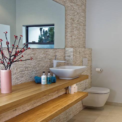 Rum Point:  Bathroom by Nicolas Tye Architects