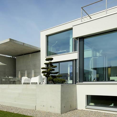 Einfamilienhaus im Schweizer Mittelland: moderne Häuser von Unica Architektur AG