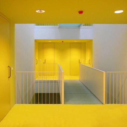 Corredores e halls de entrada  por buerger katsota zt gmbh