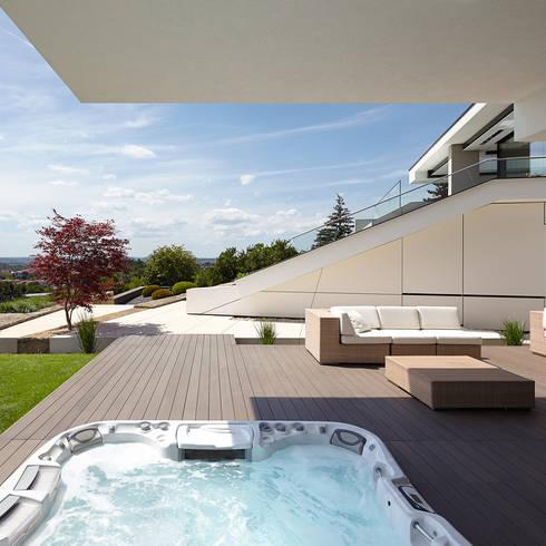 VILLA HOLLYWOOD: modernes Spa von LEE+MIR