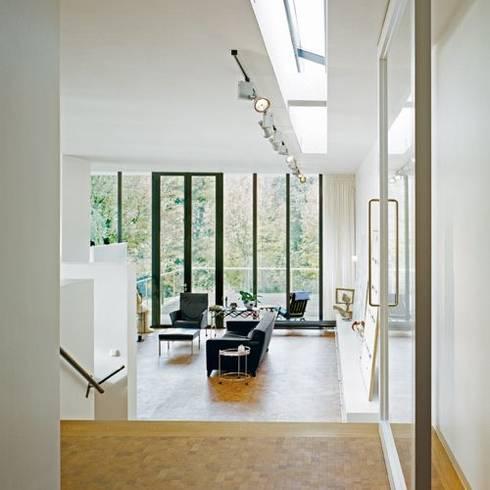 Woonhuis Som:  Woonkamer door bv Mathieu Bruls architect