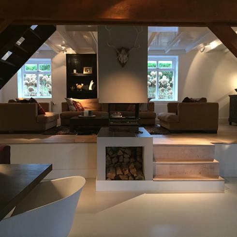 Het Dijkhuis: eclectische Woonkamer door Grego Design Studio