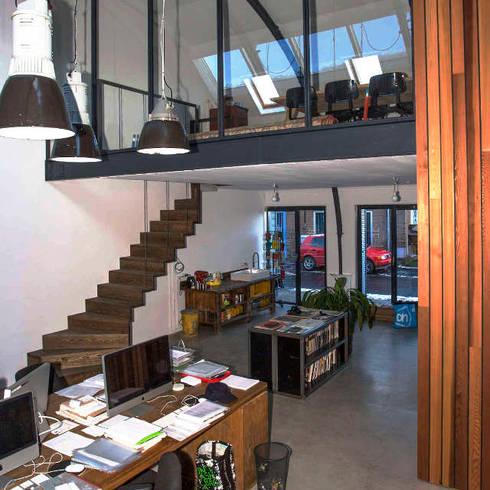 Loft in fabriekspand: industriële Woonkamer door Tijmen Bos Architecten