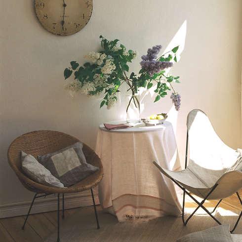 Blumiges Gästezimmer : Moderne Wohnzimmer Von CONSCIOUS DESIGN   INTERIORS