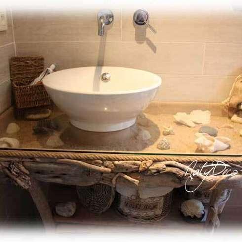meuble de salle de bain en bois flotté: Maison de style  par Natydeco