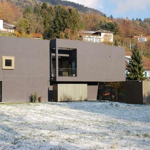 Südfassade: moderne Häuser von raum.werk.plus. architektur + raumdesign