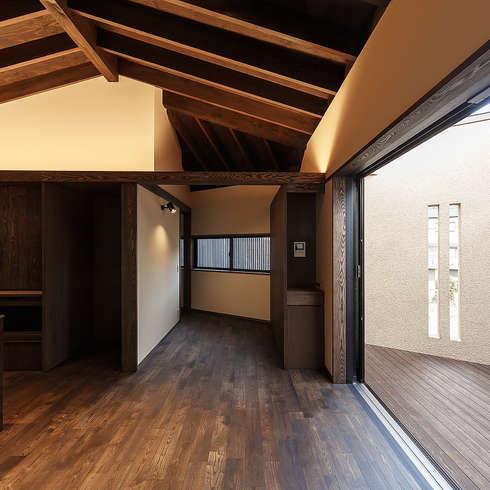 野間の家: 傳寶慶子建築研究所が手掛けたダイニングです。