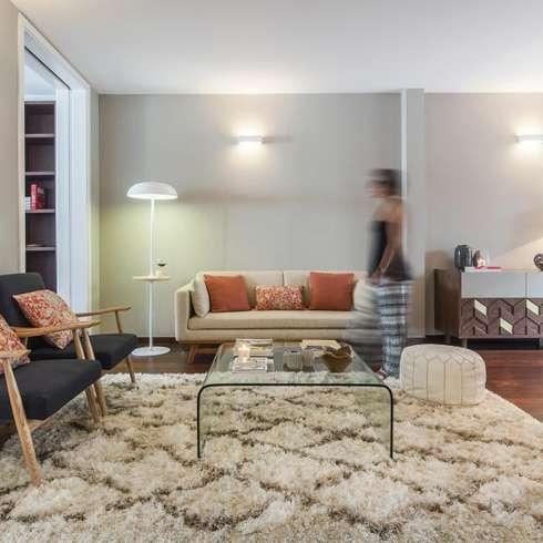 Travel Room: Salas de estar ecléticas por Ana Rita Soares- Design de Interiores