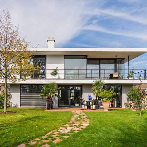 Gartenansicht / Südost: moderner Garten von Helwig Haus und Raum Planungs GmbH