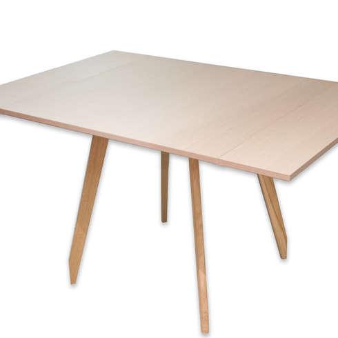 C-Table: Sala da pranzo in stile in stile Moderno di DressHome di Maria Incampo