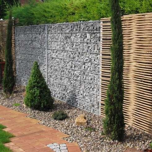 Gabionen in Kobination mit Bambus: mediterraner Garten von GH Product Solutions