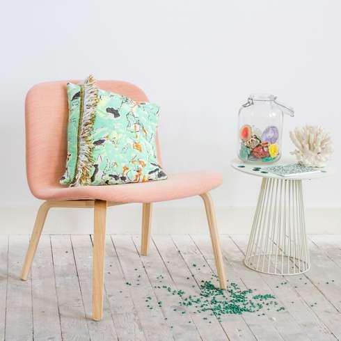 Fringe  N°1 - Fun Green: eclectische Woonkamer door Roos Soetekouw Design