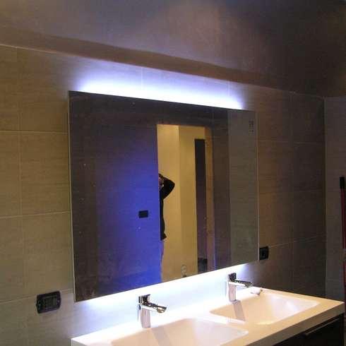 La luce per lo specchio da bagno migliore per truccarsi - Specchio per bagno con luce ...