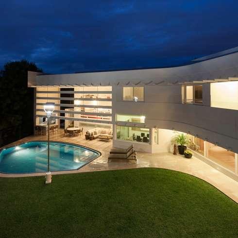 moderne Häuser von PLADIS