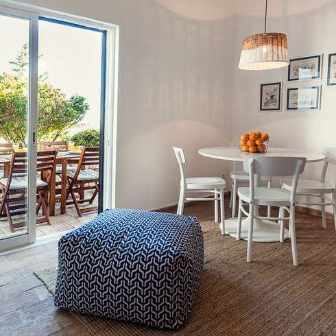 Sala - decoração de casa de férias: Sala de estar  por Home Staging Factory