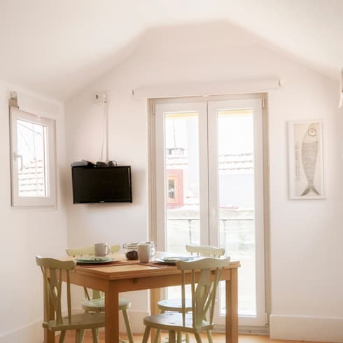 Sala – restyling para arrendamento turístico: Sala de jantar  por Home Staging Factory