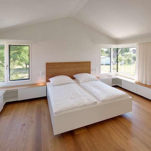Schlafraum: Moderne Schlafzimmer Von Möhring Architekten