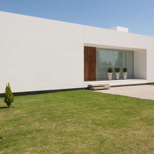 moderne Häuser von VISMARACORSI ARQUITECTOS