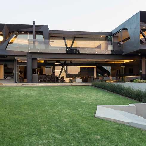 moderne Häuser von Nico Van Der Meulen Architects