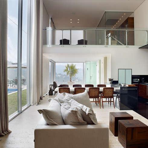 moderne Wohnzimmer von Márcia Carvalhaes Arquitetura LTDA.