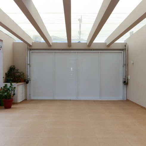 10 sensacionales garajes modernos for Garajes modernos interiores