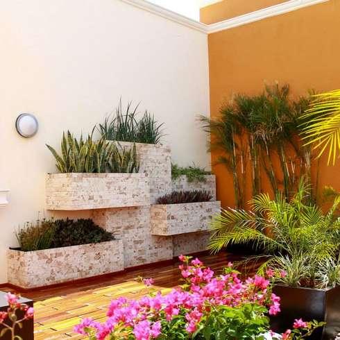 10 jardineras fabulosas de peque os patios for Piedrecillas para jardin