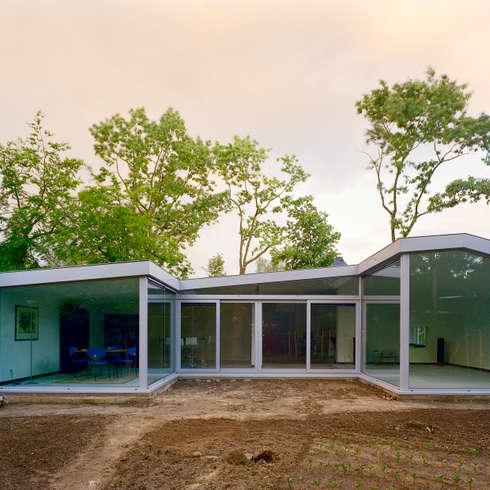 uitbreiding woonhuis: moderne Huizen door JMW architecten