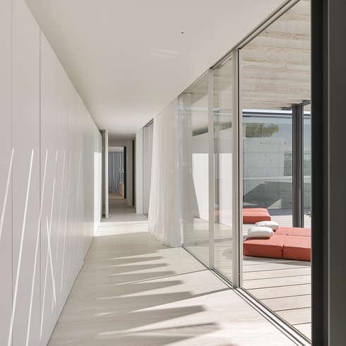 غرفة الملابس تنفيذ guedes cruz arquitectos