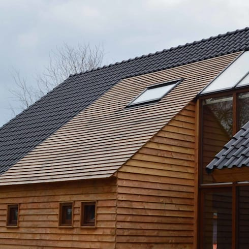 Houten insnede voorzijde: landelijke Huizen door STROOM architecten